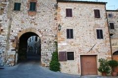 Entrata medievale in Toscana immagini stock libere da diritti