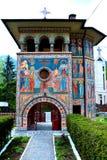Entrata nella chiesa ortodossa in Tusnad, la Transilvania Fotografia Stock