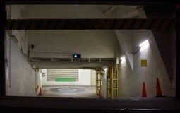 Entrata a parcheggio sotterraneo dell'automobile Fotografie Stock Libere da Diritti