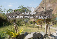 Entrata per montare il lago del cratere di Pinatubo immagine stock libera da diritti