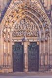 Entrata principale al san Vitus Cathedral di Praga Immagini Stock
