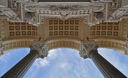 Entrata principale alla basilica di Notre Dame de Fourviere nella città di Lione immagini stock