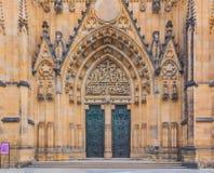 Entrata principale del san Vitus Cathedral a Praga Immagini Stock