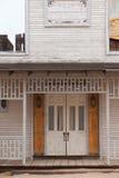 Entrata principale di legno dell'hotel occidentale d'annata del salone Fotografia Stock Libera da Diritti