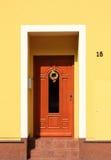 Entrate principali di legno con la decorazione di pasqua Fotografie Stock