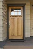 Entrate principali di legno di una casa Immagini Stock