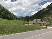 Entre as montanhas de Áustria imagem de stock