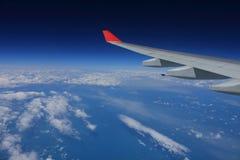 Entre as nuvens e o céu… Imagens de Stock