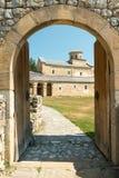 Entrée au monastère de Sopocani Photos libres de droits