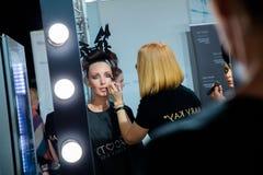 Entre bastidores para la prolongación del andén de YULIA KOSYAK en el otoño invierno 2017-2018 en Mercedes-Benz Fashion Week Russ Fotos de archivo