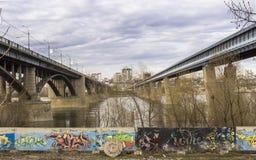 Entre duas pontes Imagens de Stock