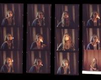 Entre en contacto con la hoja, los viejos positivos de la película de color en un fil transparente Imagenes de archivo