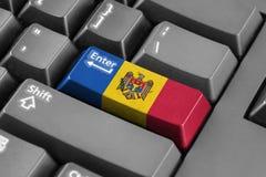 Entre en el botón con la bandera del Moldavia Imagen de archivo libre de regalías