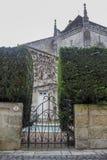 Entre en el jardín medieval fotos de archivo