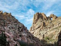 Entre las rocas Imagenes de archivo