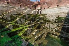 Entre Nueva Deli y Paquistán, una región desertic famosa de sus castillos, de su gente colorida, y de los stepwells sofisticados fotos de archivo