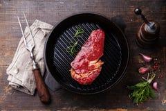 Entrecôte de bifteck de Ribeye sur la casserole de gril Photographie stock libre de droits