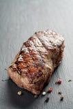 从entrecote零件的牛排在板岩板 免版税图库摄影