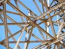 Entrecruzamento da moldação do aço estrutural imagens de stock