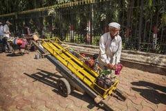 Entrega da cesta de comida em Mumbai Imagem de Stock Royalty Free