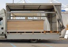 Entrega da madeira compensada Fotografia de Stock