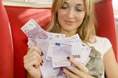 Entrega el dinero Imagen de archivo libre de regalías