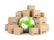 Entrega global. Montão de caixas de cartão Fotografia de Stock Royalty Free