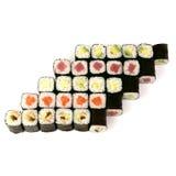 Entrega japonesa do restaurante do alimento - grupo grande da bandeja do rolo do maki do sushi isolado no fundo branco, acima da  Imagens de Stock Royalty Free
