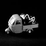 Entrega negra del corazón fotografía de archivo libre de regalías