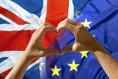 Entrega o símbolo do coração, saída Grâ Bretanha da União Europeia Fotos de Stock