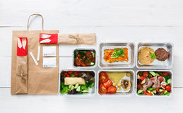 Entrega saudável do alimento, refeições diárias vista superior, espaço da cópia imagem de stock