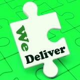 Entregamos el rompecabezas que muestra servicio o logística de envío de la entrega Fotos de archivo