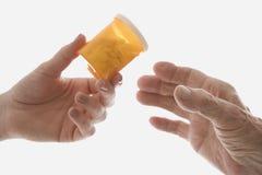 Entregando a prescrição paciente Fotos de Stock Royalty Free