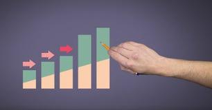 Entregue apontar com estatísticas coloridas e setas da carta Imagens de Stock