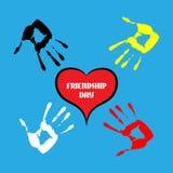 Entregue a cópia com coração, dia feliz da amizade Fotografia de Stock Royalty Free
