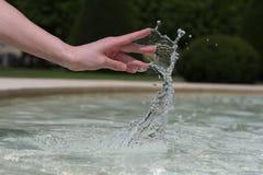 Entregue a dança com água Foto de Stock Royalty Free