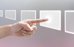 Entregue a empurrão de uma tecla em uma tela de toque Imagem de Stock Royalty Free