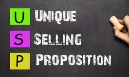 Entregue a escrita USP da proposição de venda original com giz branco sobre Foto de Stock