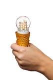 Entregue guardar a lâmpada conduzida no cone de gelado Imagens de Stock Royalty Free