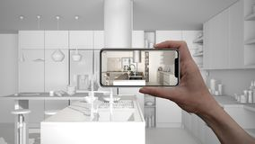 Entregue guardar o telefone esperto, aplicação da AR, simule a mobília e os produtos do design de interiores na casa real, concei fotografia de stock royalty free
