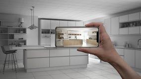 Entregue guardar o telefone esperto, aplicação da AR, simule a mobília e os produtos do design de interiores na casa real, concei foto de stock royalty free