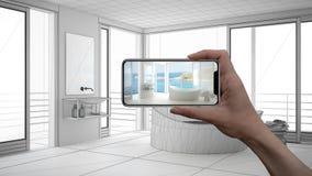Entregue guardar o telefone esperto, aplicação da AR, simule a mobília e os produtos do design de interiores na casa real, concei imagens de stock royalty free