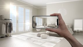 Entregue guardar o telefone esperto, aplicação da AR, simule a mobília e os produtos do design de interiores na casa real, concei fotos de stock royalty free