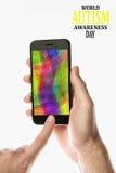 Entregue guardar Smartphone preto com a tela da cor no backgro branco foto de stock royalty free