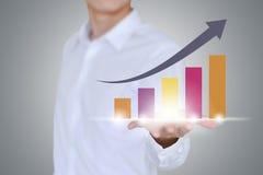 Entregue guardar uma seta de aumentação, crescimento do negócio Fotos de Stock Royalty Free