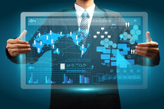 Entregue guardarar o conceito vurtual digital do negócio da tecnologia da tela Imagens de Stock Royalty Free
