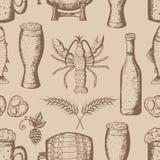 Entregue a ilustração tirada do vetor, grupo da cerveja, teste padrão sem emenda Imagem de Stock