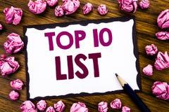 Entregue a inspiração do subtítulo do texto da escrita que mostra à parte superior 10 o conceito do negócio de dez lista para a l Fotos de Stock Royalty Free