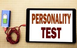 Entregue a inspiração do subtítulo do texto da escrita que mostra o conceito do negócio do teste de personalidade para a avaliaçã imagem de stock royalty free