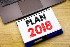 Entregue a inspiração do subtítulo do texto da escrita que mostra o plano 2018 Conceito do negócio para o plano de ação planeando Foto de Stock